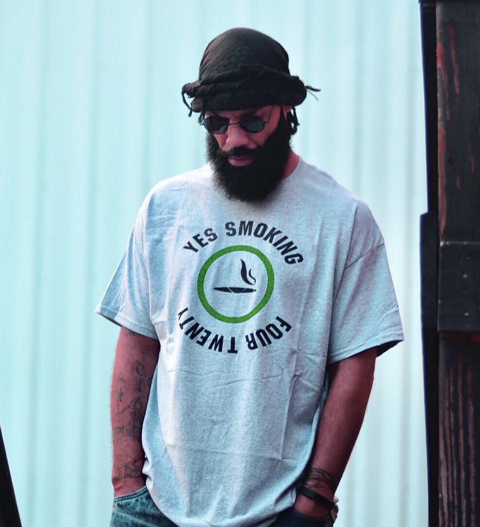 Gry Sports Yes Smoking 420 T-shirt 5.3oz
