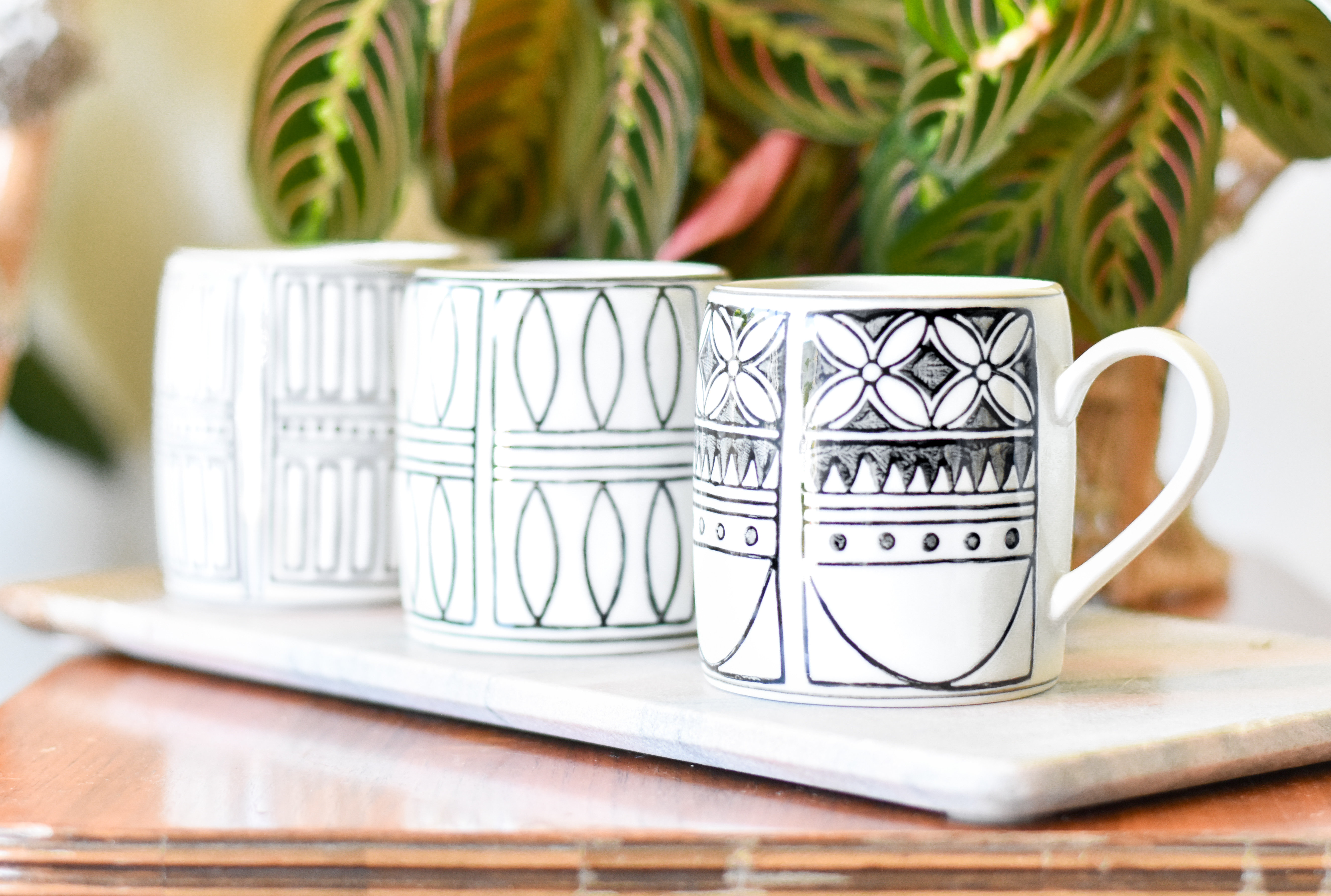 Hand Painted Black and White Patterned Mug Df0114a 2H9XCV128SAR2