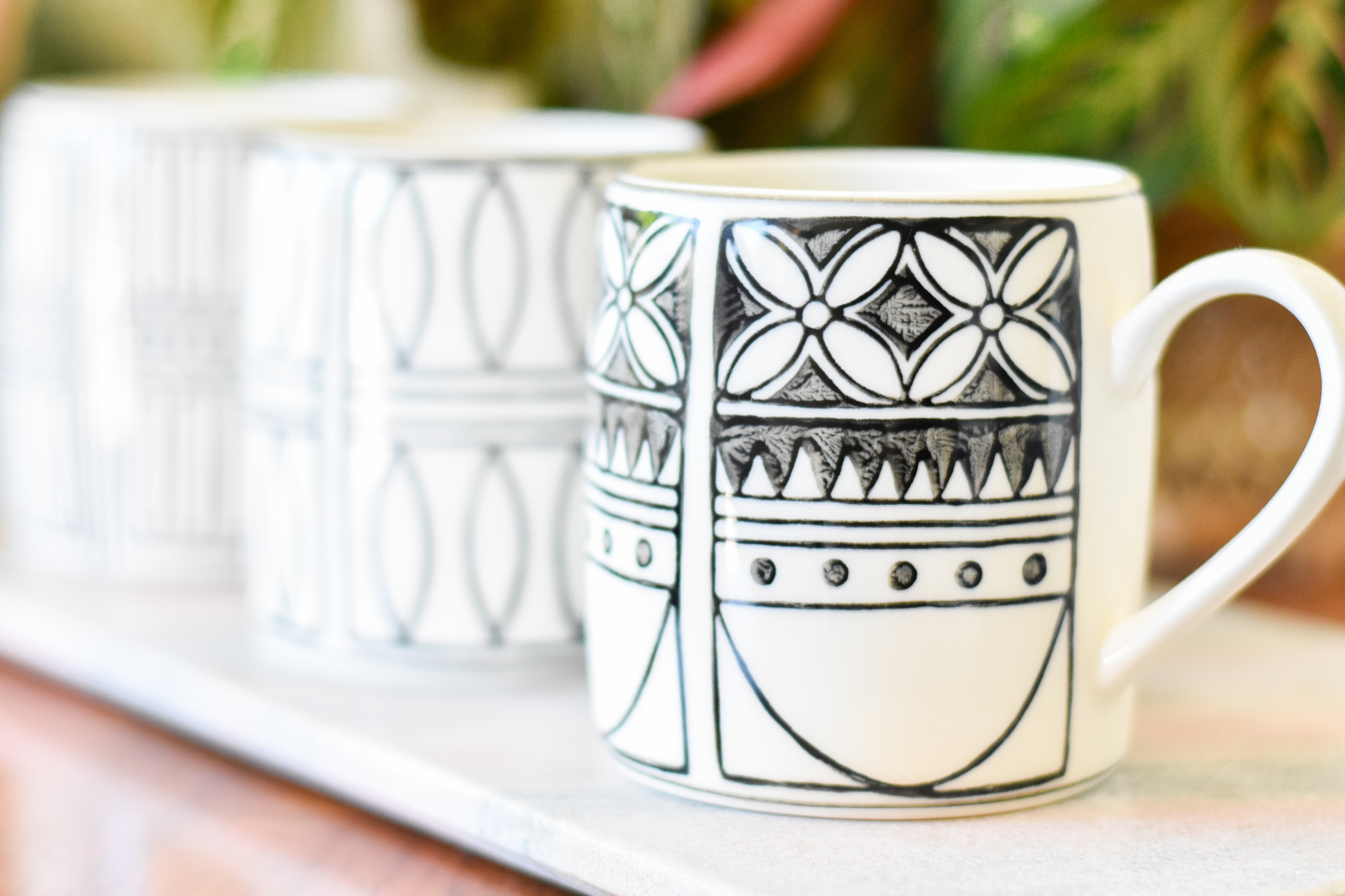Hand Painted Black and White Patterned Mug Df0114a