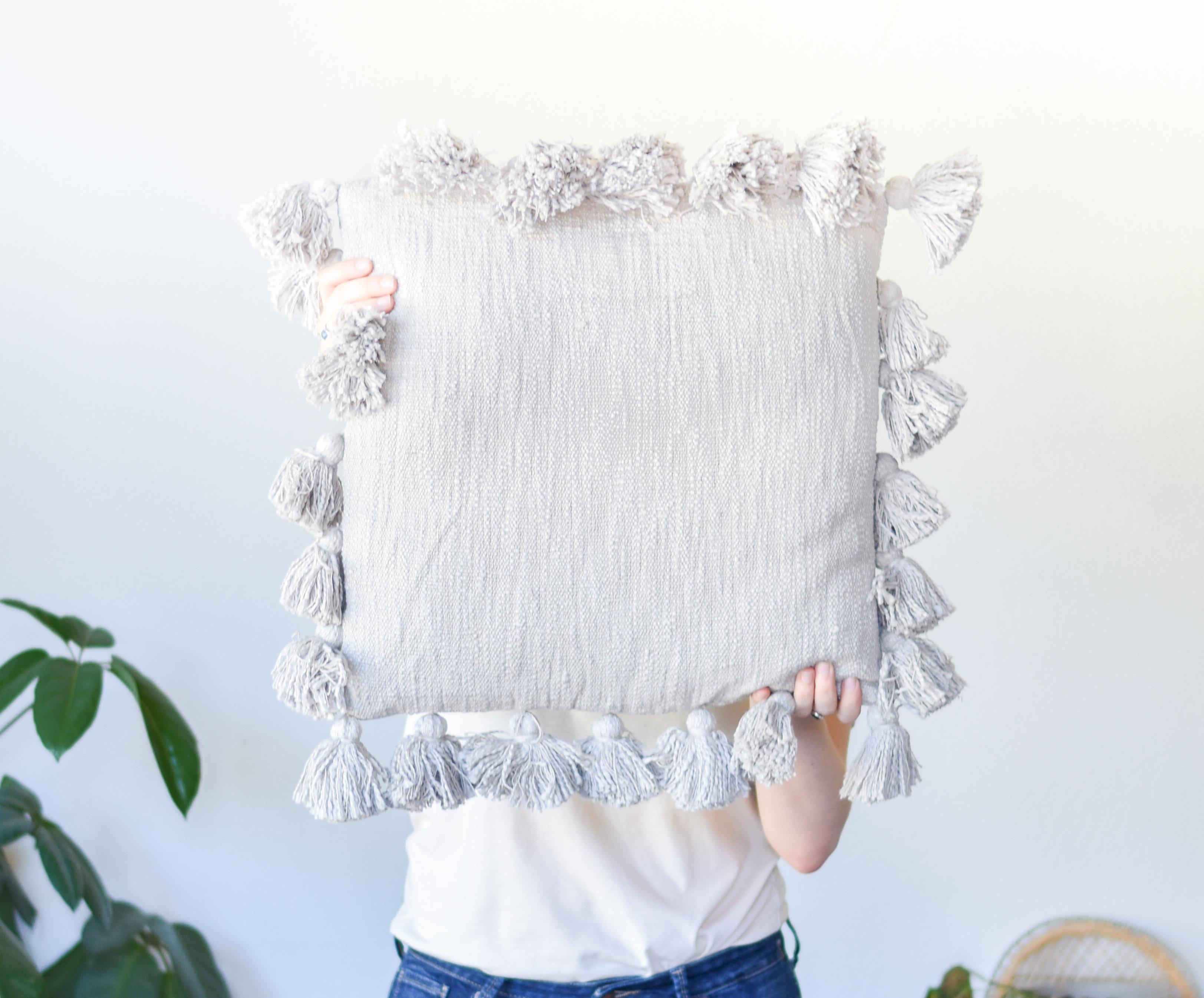 grey square tassel pillow da9947 W7F4YN8FDDSTJ