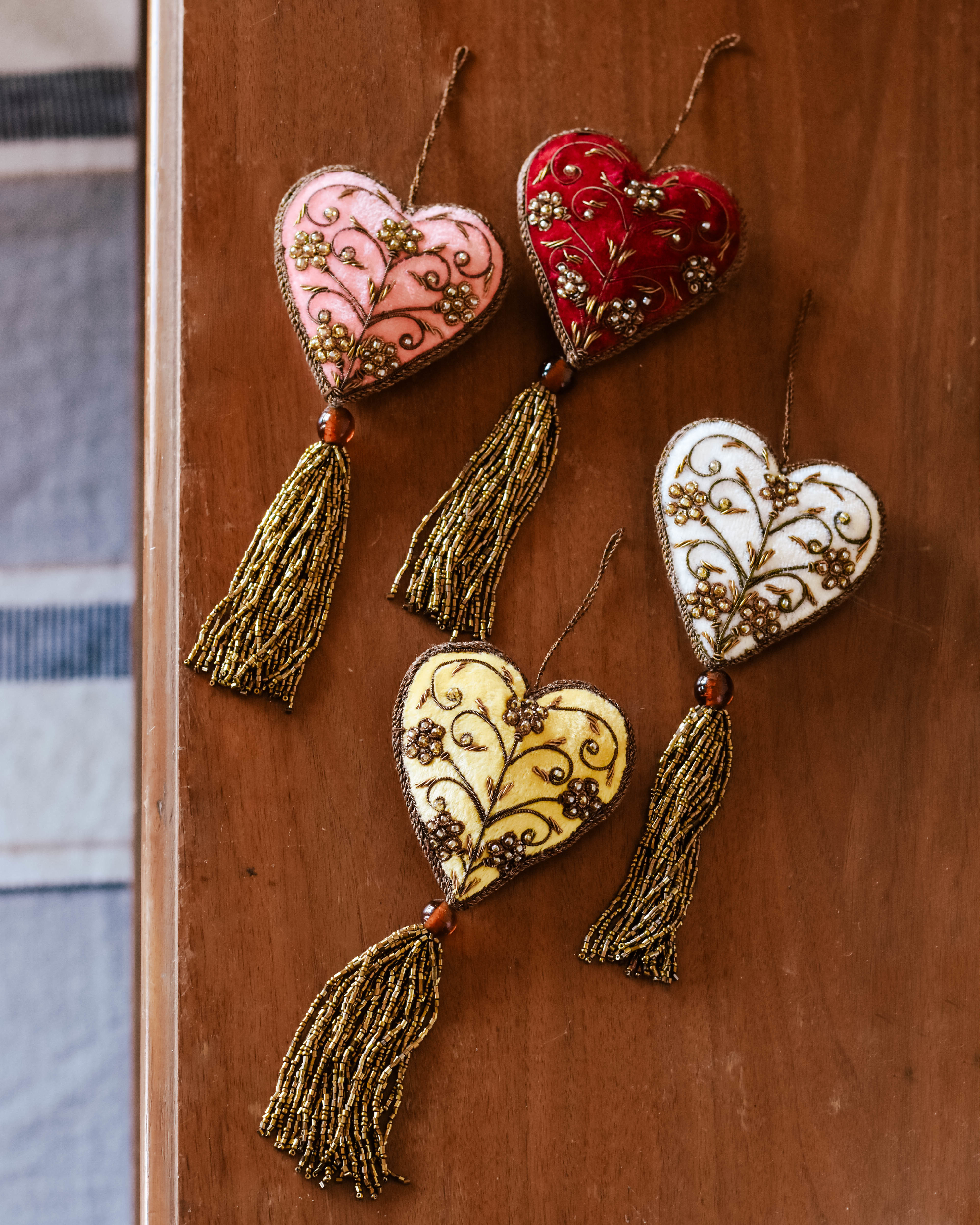 hand embroidered heart ornament xm1696a GPGM2ZEVTCE9E