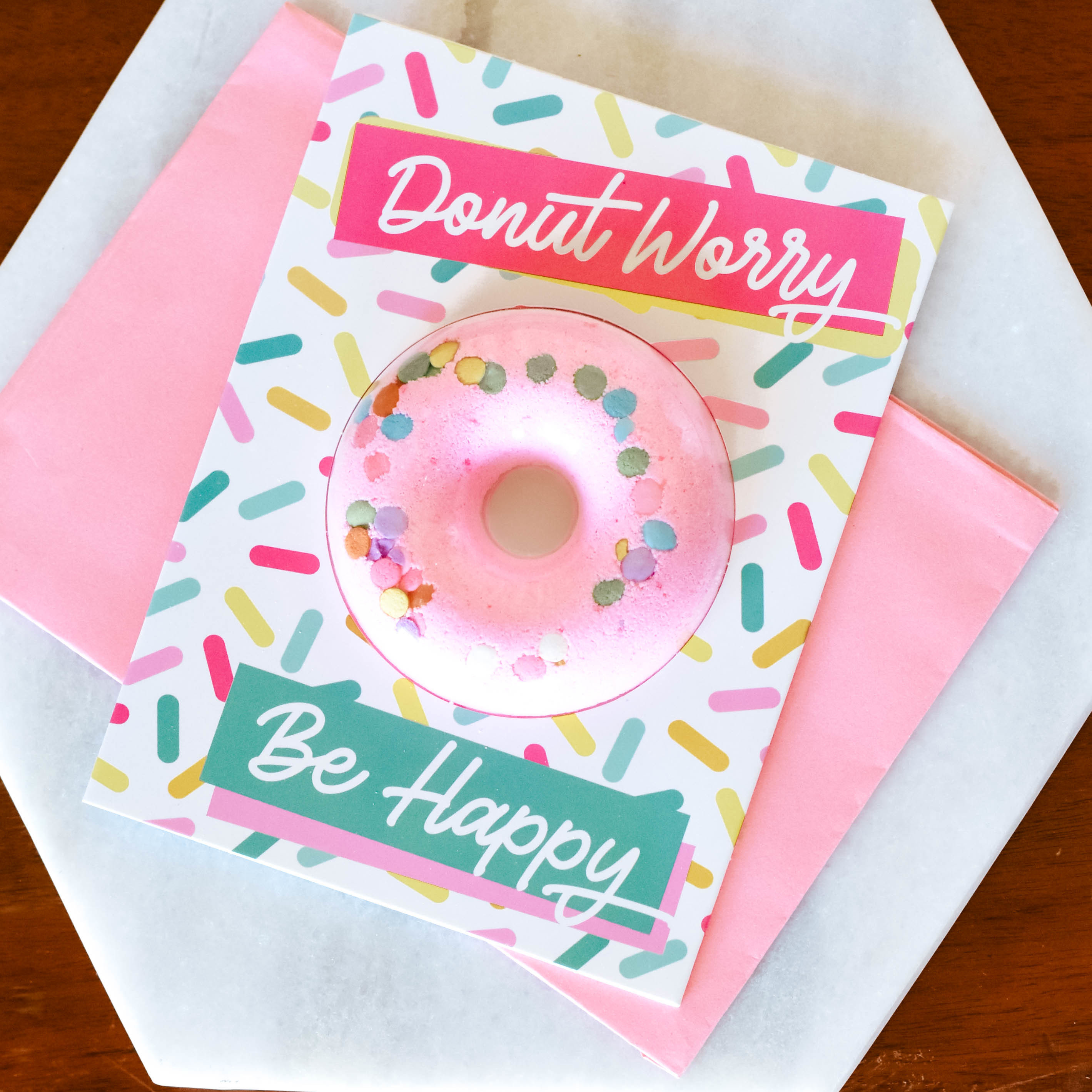 donut worry bath bomb GRQN72HNZ588M