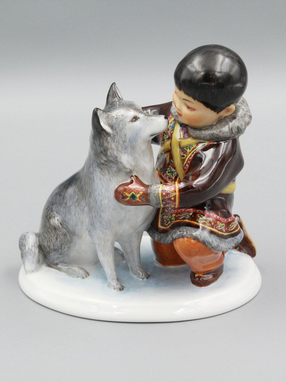 """Статуэтка """"Мальчик долган с собакой"""""""