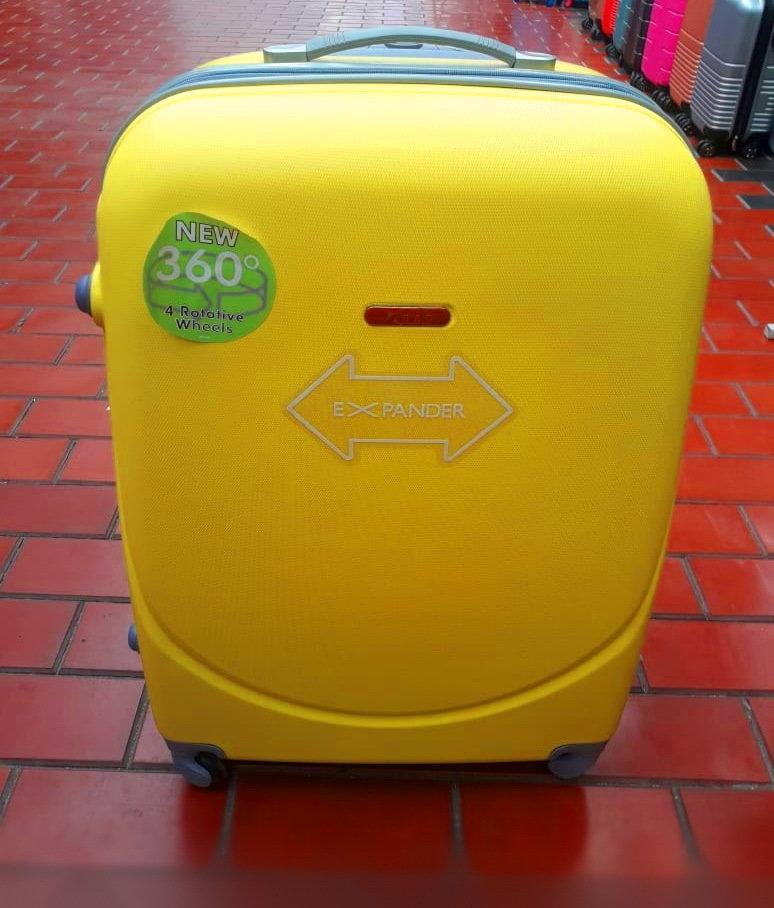 Купить чемодан пластиковый