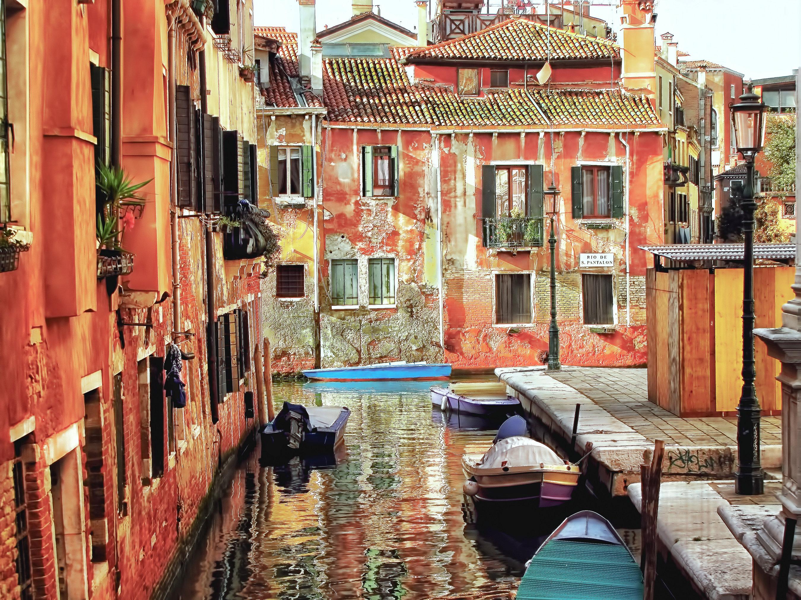 Venice - Back Alley 003-100