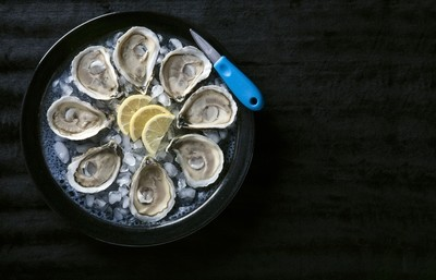 Shuckers Pack - 24 Oysters w/ Shucking Knife