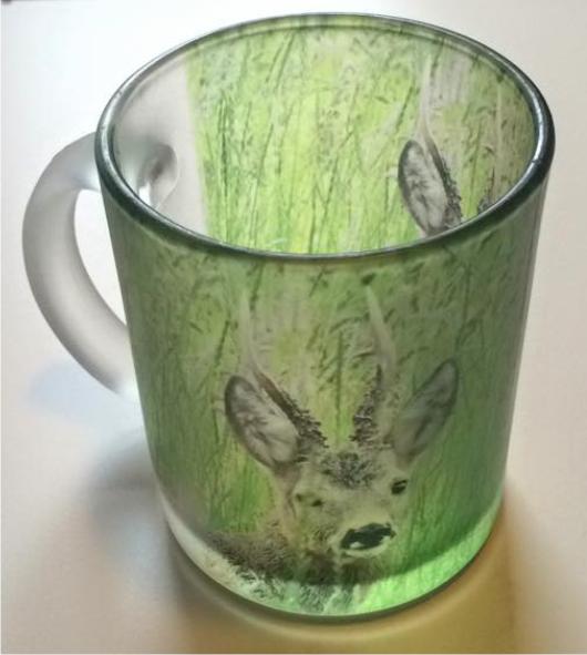 Materet glaskrus med Råbuk