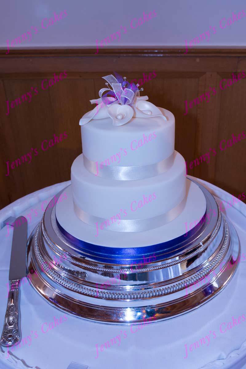gretna two-tier cake with Sugar Calla Lilies jc-G18-2C