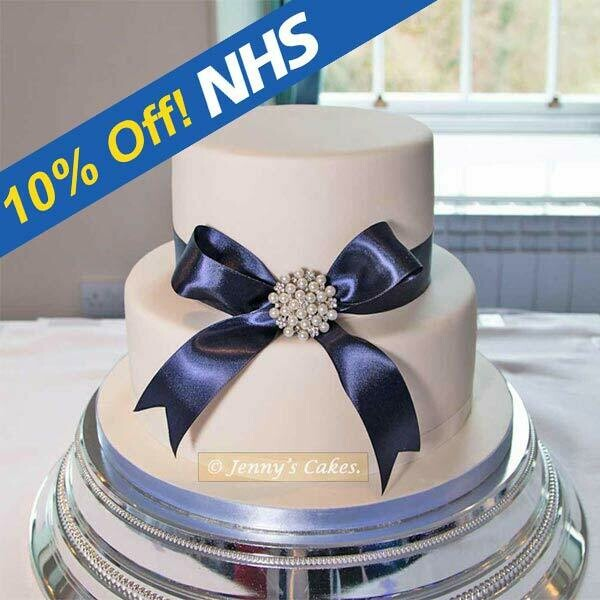 Gretna Wedding Cake- Bow and Brooch
