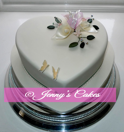 Gretna Large Heart Wedding Cake with Sugar Lilies jc-G18-hLa