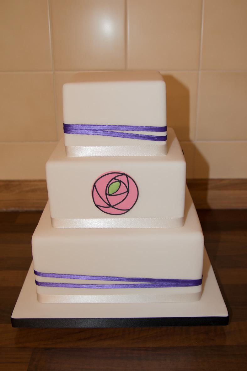 Simply Chic Mackintosh Plaque Wedding Cake sc3t-mac-plaque