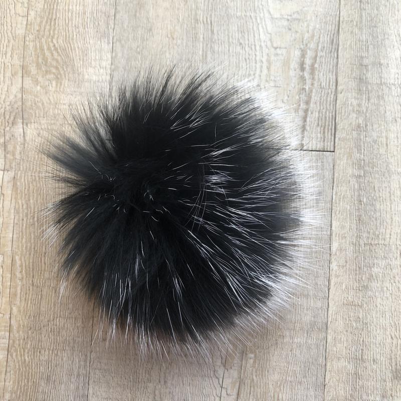 Fur raccoon pompom black/white