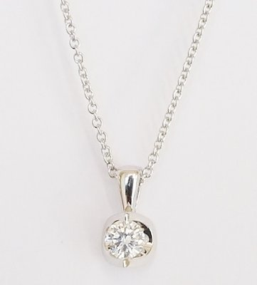 18ct white gold diamond pendant. 0.30ct