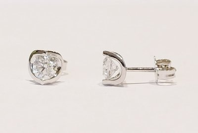 18ct white gold diamond stud earrings. 0.75ct