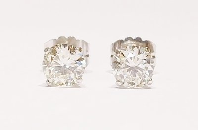 18ct white gold diamond stud earrings. 2.12ct