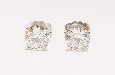 18ct white gold diamond stud earrings. 2.12ct