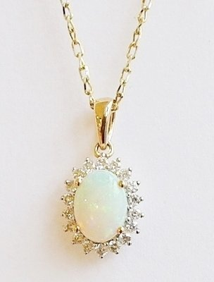 18ct opal and diamond pendant