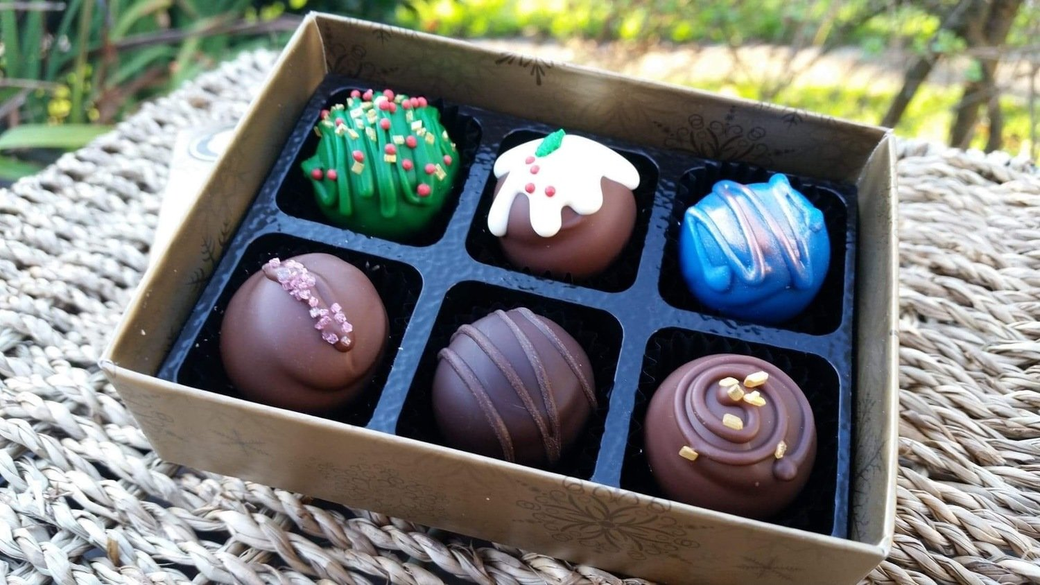 "BOX OF 6 ""SKYE CHRISTMAS SELECTION"" TRUFFLES"