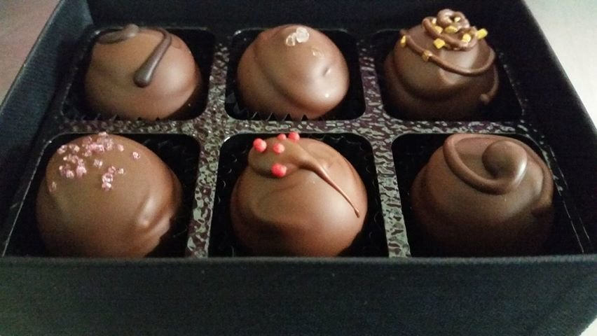 "BOX OF 6 ""SKYE MILK SELECTION"" TRUFFLES"