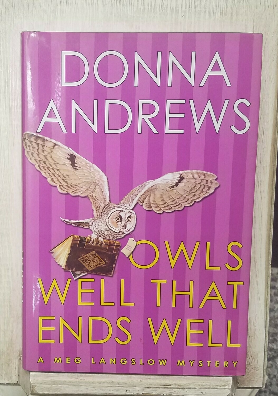 Owls Well That Ends Well by Donna Andrews