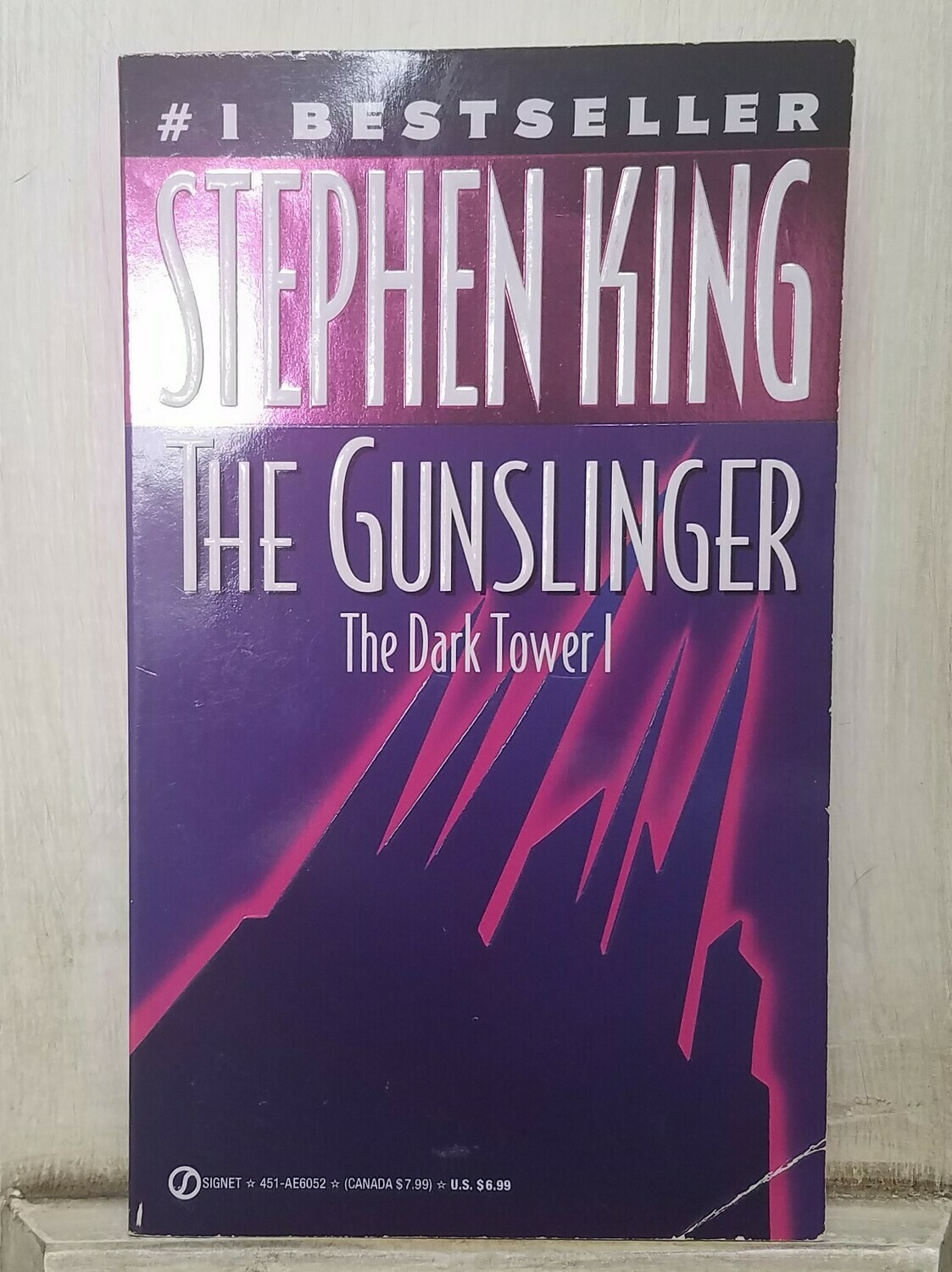 The Dark Tower 1: The Gunslinger by Stephen King