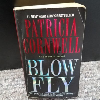 Blow Fly by Patricia Cornwell - Paperback & Black/Red