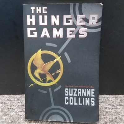 The Hunger Games by Suzanne Collins - Paperback