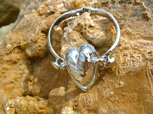 Polished loveheart bracelet
