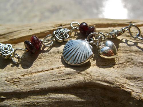 Scallop shell bracelet, garnet ~ Fuego