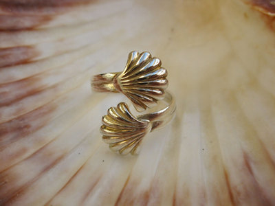 Scallop shell ring ~ Camino, silver