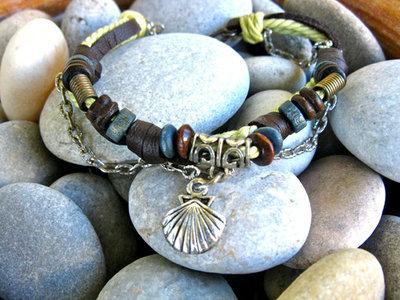 Camino scallop shell NaturalSoul bracelet ~ laurel