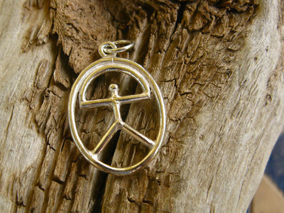 Indalo pendant ~ oval, silver