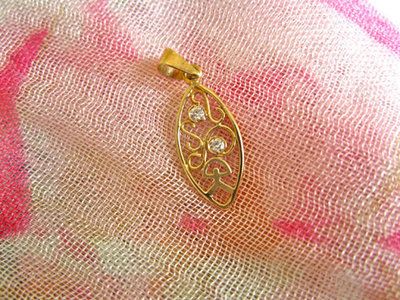 Indalo pendant ~ filigree, 18ct gold + zirconite