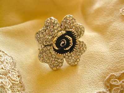 Chunky rhinestone flower  ring