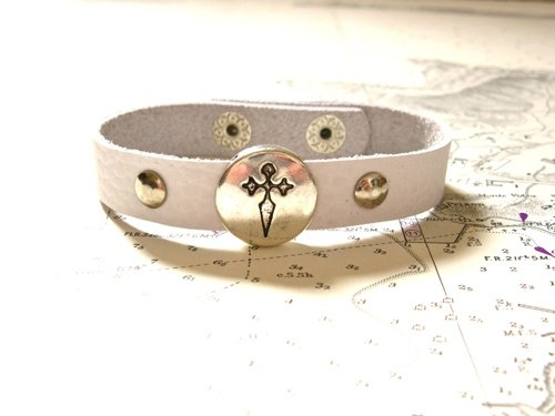 Camino de Santiago jewellery - St James cross leather bracelet