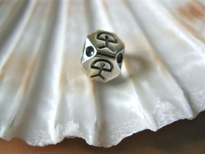 Indalo bead ~ European style, hexagonal