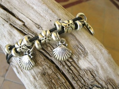 Scallop shell peregrino anklet