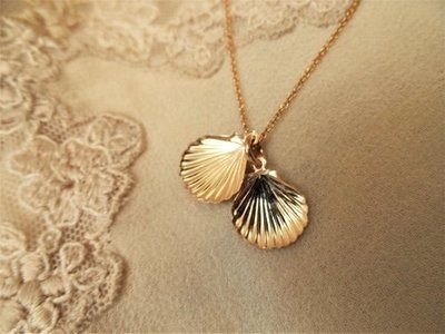 Camino jewellery scallop shell necklace ~ gold filled