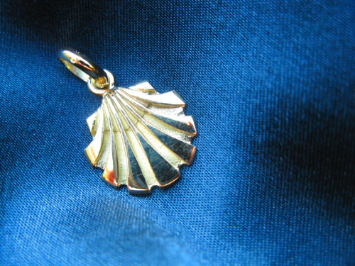 Solid gold scallop shell pendant / necklace ~ Santiago, classic 18ct