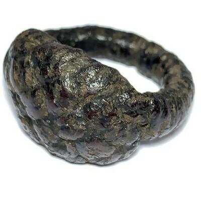 Hwaen Pirod Long Rak Chart Lacquer Coated Yant Cloth & Corpse Cord Warrior Ring of Invincibility Luang Por Muang Wat Ban Tuan
