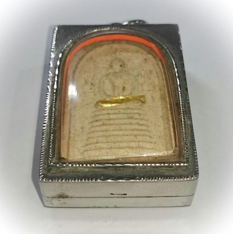Pra Somdej Gao Chan Khang Na Buddha on 9 Tiered Dais Amulet Solid Gold Takrut 2543 BE 84th Birthday Edition - Luang Por Chern Wat Koke Tong (Ayuttaya)