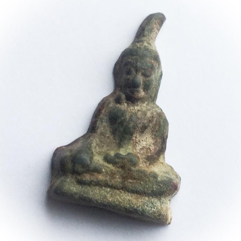 Pra Kru Ta Gradan See Sawad Pim Gaes Yaw Nuea Chin Dtakua Sanim Daeng - Ancient Trai Pakee Leaden Amulet for Status + Protection 02658
