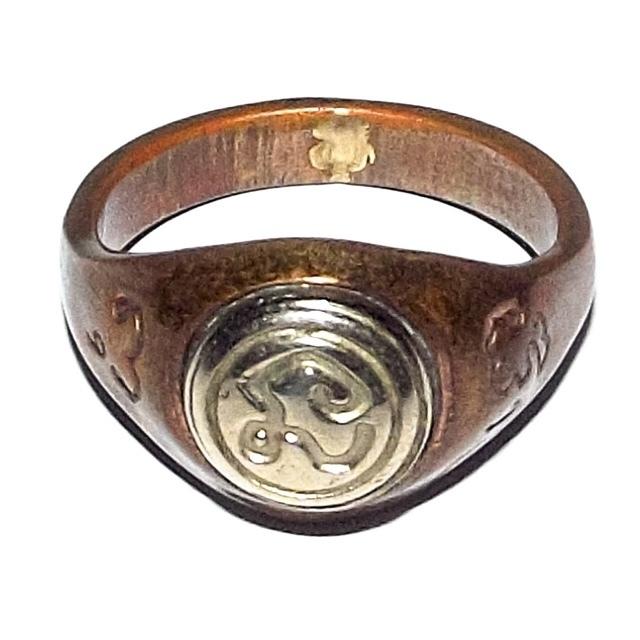 Hwaen Hua Na Bad Dtalord Magic Ring With Sacred Na Spell Insert Nuea Tong Daeng Hua Albaca - Luang Por Phaew - Wat Tanode Luang 02816