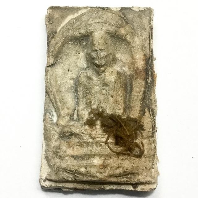 Pong Roop Muean Hlang Jiworn Tee Raleuk Edition 2514 BE Sacred Powder Guru Monk Image with Civara Robe on Rear Face Luang Por Prohm Wat Chong Kae 02851