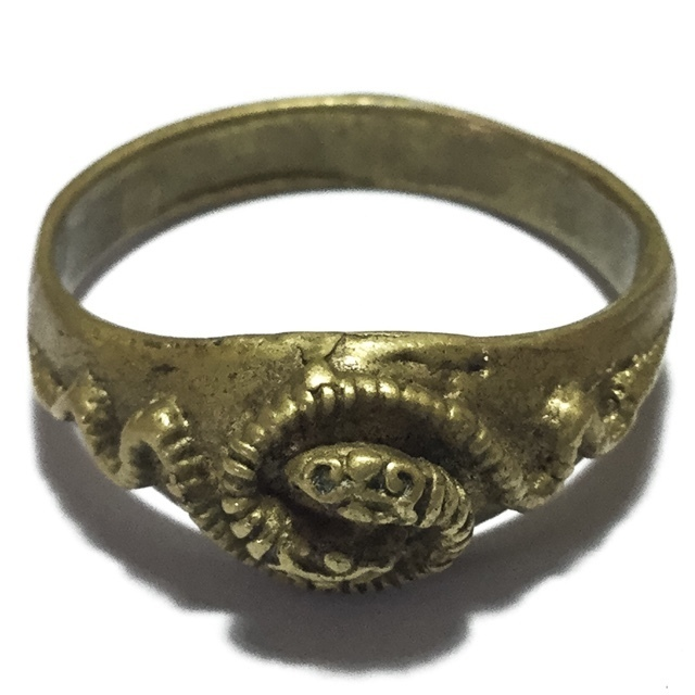 Hwaen Ngu Giaw Sap Entwined Snakes Magic Ring of Protection Wealth and Treasure Circa 2460 BE - Luang Por Im - Wat Hua Khao 03033