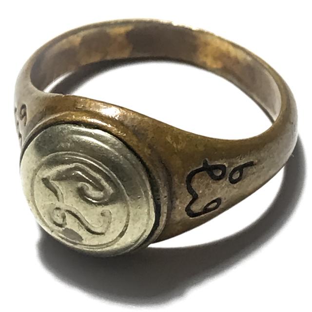 Hwaen Hua Na Bad Dtalord Yuk Dton Magic Ring With Sacred Na Spell Insert Nuea Tong Daeng Hua Albaca - Luang Por Phaew - Wat Tanode Luang 03055