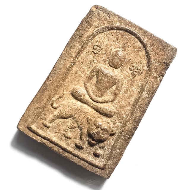 Pra Somdej Hmen Khee Suea 2522 BE - Somdej Buddha Riding Tiger - Nuea Pong Hmen Smelly Powders - Luang Por Un Wat Tan Gong 03128
