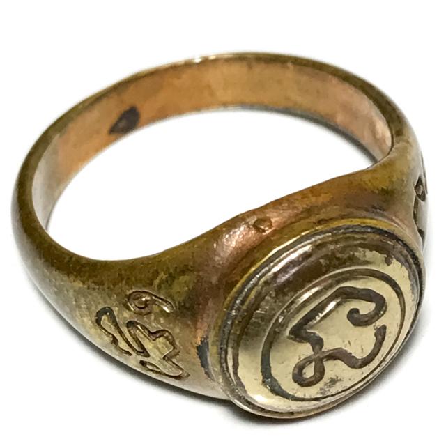 Hwaen Na Bad Dtalord Nuea Tong Daeng Hua Albaca Magic Ring With Sacred Na Spell - Luang Por Phaew - Wat Tanode Luang 03129