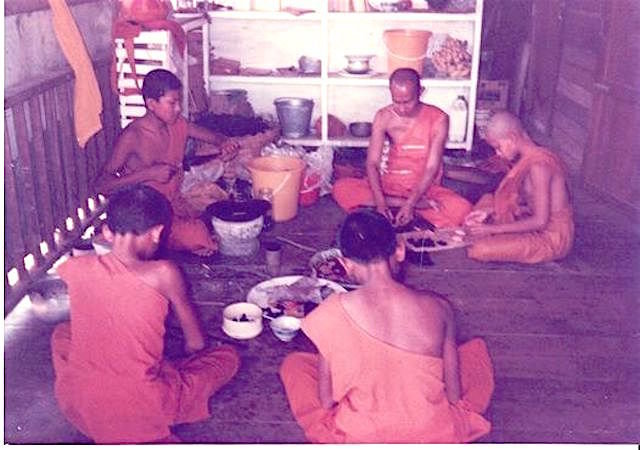 Pra Roop Muean Nuea Krang Luang Por Tong Sukh 2536 BE Niyom - Sacred Krang Putsa Paste Only 99 Made - Luang Por Phaew