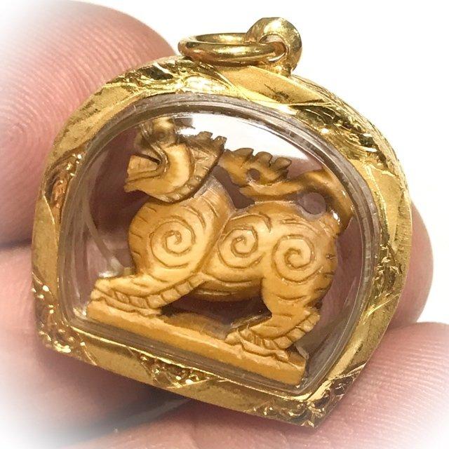 Singh Sam Khwan Gae Nga Carved Singha Himapant Lion Solid Gold Casing Luang Por Derm Free EMS